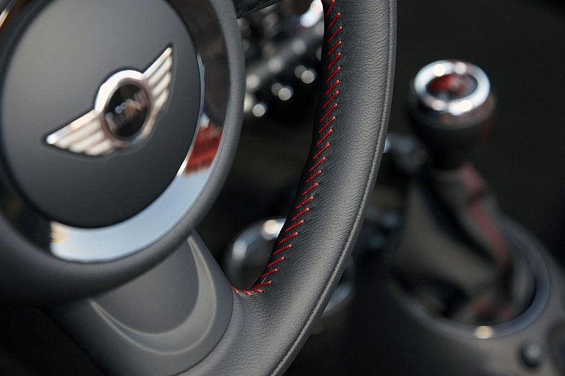 2012 MINI Cooper Roadster unveiled [video]
